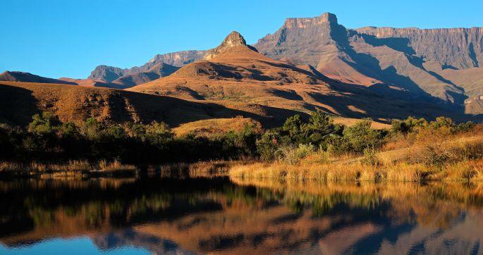 Drakensberg-Mountains-BS-66580627.jpg